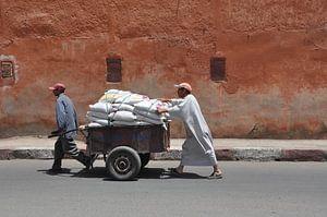 Mannen op weg ....op de weg.