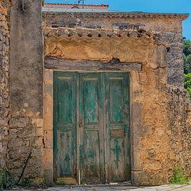 verweerde deuren en muren van Corrie Ruijer
