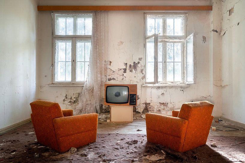 Fernsehen in einem verlassenen Raum. von Roman Robroek