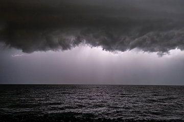 Onweer boven het IJsselmeer van Brian Morgan