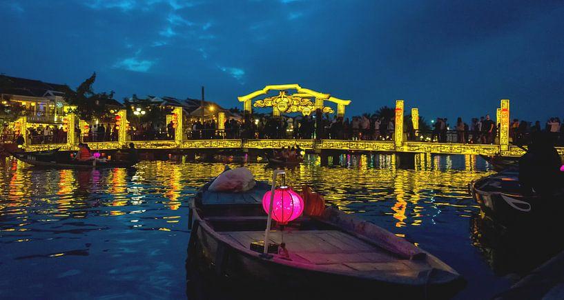 Zwoele zomeravond in Hội An, Vietnam van Rietje Bulthuis