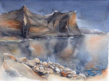 Spiegelung der steilen Felsen im Mittelmeer