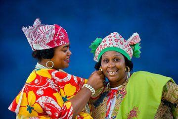 Surinam, Paramaribo. Kreolische Frauen in Kotomisi-Kleidung.