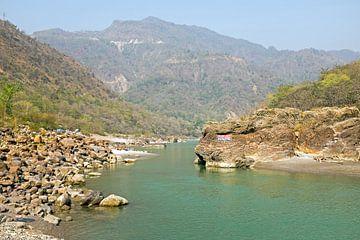 De heilige rivier de Ganges in India bij Laxman Jhula  von Nisangha Masselink