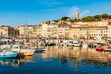 Oude stad Cannes aan de Côte d'Azur in Frankrijk van Werner Dieterich