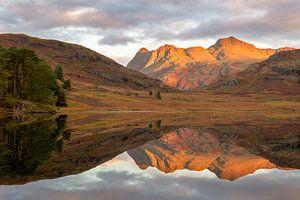Perfecte spiegel aan Blea tarn, Lake District van