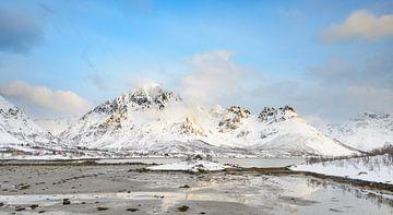 Winter landscape in Vesteralen  archipelago in Norway van Sjoerd van der Wal