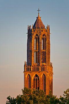Laatste zonnestralen op de Domtoren te Utrecht van Anton de Zeeuw