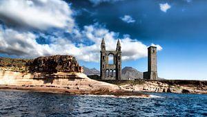 Ruïne van kerk aan de kust