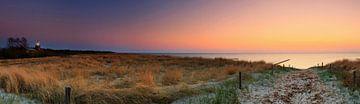 Op het strand van de Oostzee bij zonsondergang van Frank Herrmann