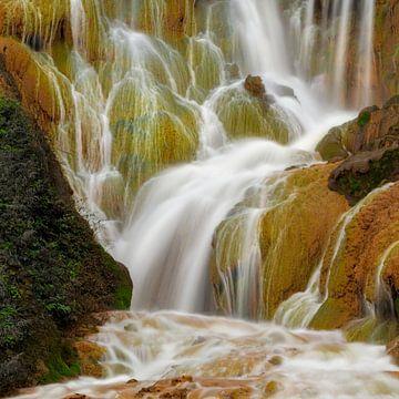 Goldener Wasserfall in Taiwan von Jos Pannekoek
