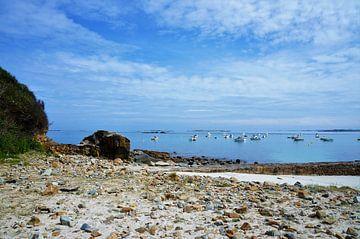 Boten op zee in Bretagne van Sandra van der Burg