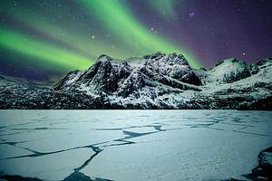 Noorderlicht bij Storvatnet Lofoten (Noorwegen) van Edwin van Wijk