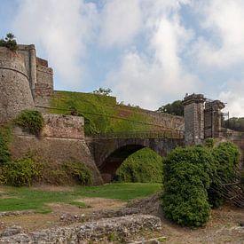 Panorama van Fort (Kasteel) van Priamar aan de kust van Savona, Italië van Joost Adriaanse