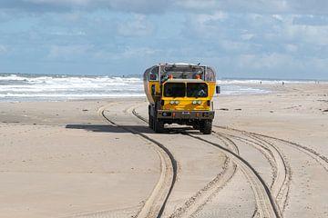 Der Vliehors Express am Strand