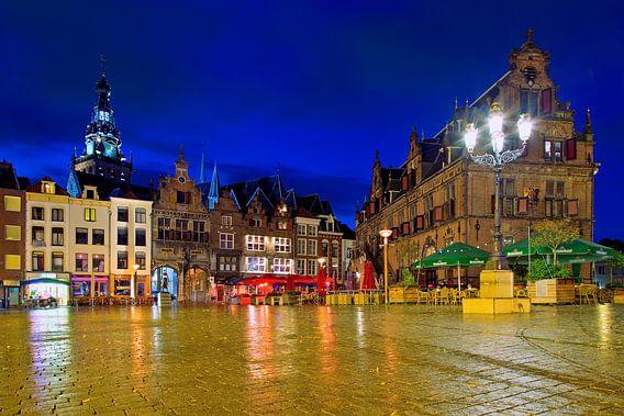 Nachtfoto Markt Nijmegen van Anton de Zeeuw