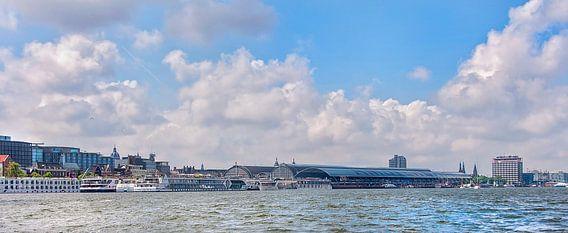 Uitzicht over het IJ in Amsterdam van Anouschka Hendriks