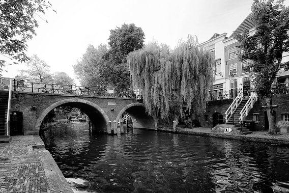 De Jacobibrug in Utrecht gezien vanaf de werf aan de Oudegracht van De Utrechtse Grachten