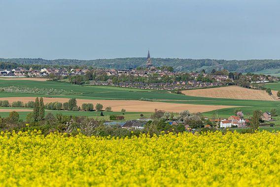 Uitzicht op kerkdorp Vijlen in Zuid-Limburg