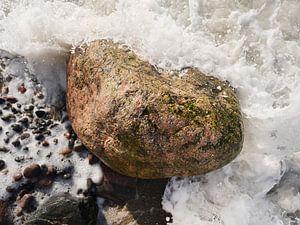 Felsen in der Brandung, fotografiert von oben