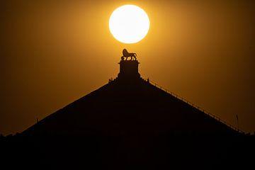 zonsondergang boven de Leeuw van Waterloo