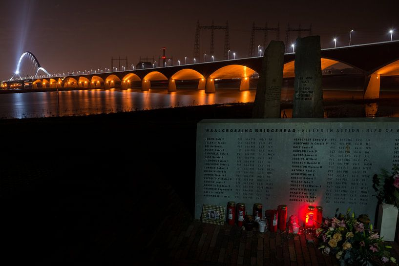Monument Oversteek Nijmegen van Maerten Prins