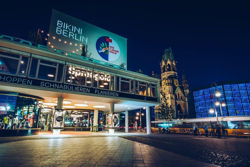Bikini Berlin / Budapester Strasse bei Nacht von Alexander Voss