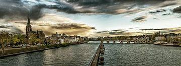 Maastricht - Mestreech met dreigende wolken, bewerkt II van Teun Ruijters