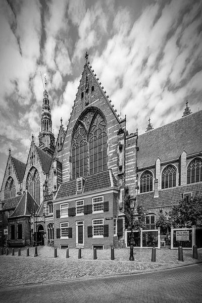 AMSTERDAM, Oude Kerk | zwart-wit van Melanie Viola