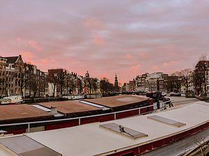 Schepen op de Amstel met roze wolken