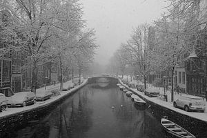 Sneeuw in Amsterdamse grachten.