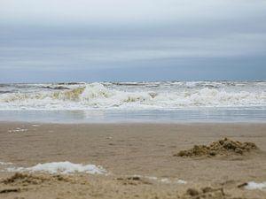 Golven op het strand in Zandvoort