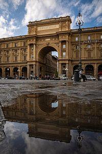 Reflecties op Piazza della Repubblica van Sjors Gijsbers