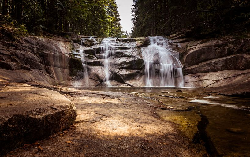 Een waterval in Tsjechië van Cynthia Hasenbos