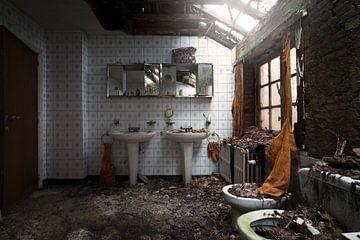salle de bain laissée derrière sur Kristof Ven