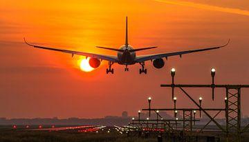 Singapore Airlines Airbus 350 landt op Schiphol von Dennis Dieleman