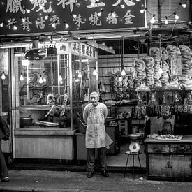 Hong Kong, Nacht markt in Kowloon, China van Ruurd Dankloff