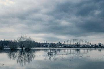 Nijmegen bij hoog water van Geert Klein Breteler