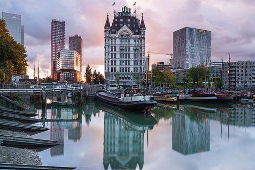 Zonsondergang Oude Haven Rotterdam van Ilya Korzelius