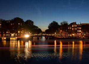 De Amsterdamse Amstel bij zonsondergang van Rolf Heuvel