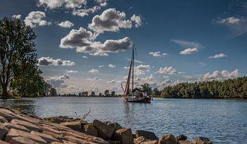 Zeilboot in de Maas van