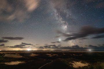 Dünenlandschaft und Milchstraße auf Amrum von Oliver Henze