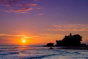 Balinese zonsondergang bij Pura Tanah Lot van