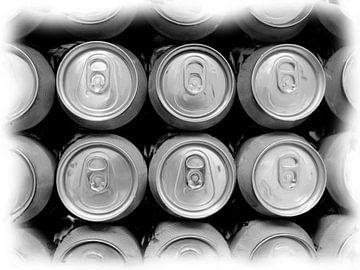 Stillleben-Getränkedosen von oben von Maurice Dawson