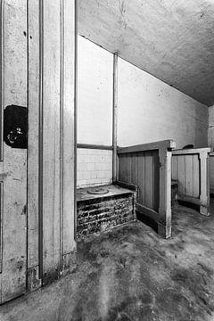 toiletruimte in een fort bij Krommeniedijk van Contrast inBeeld