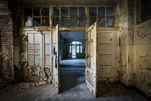 Deuren in oud gebouw van