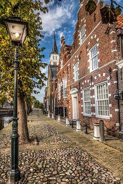 Straatbeeld van het Friese stadje Sloten in herfstkleur sur Harrie Muis