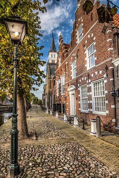 Straatbeeld van het Friese stadje Sloten in herfstkleur von Harrie Muis
