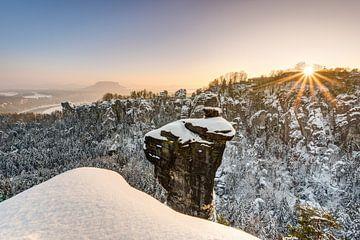 Winter sunset in Saxon Switzerland van Michael Valjak
