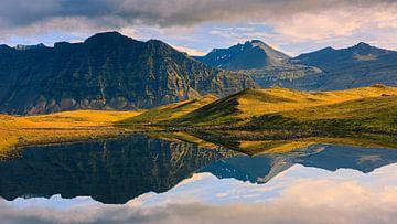 Sonnenaufgang und Reflexionen, Island von Henk Meijer Photography